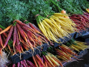 market carrots in yellow, orange and red
