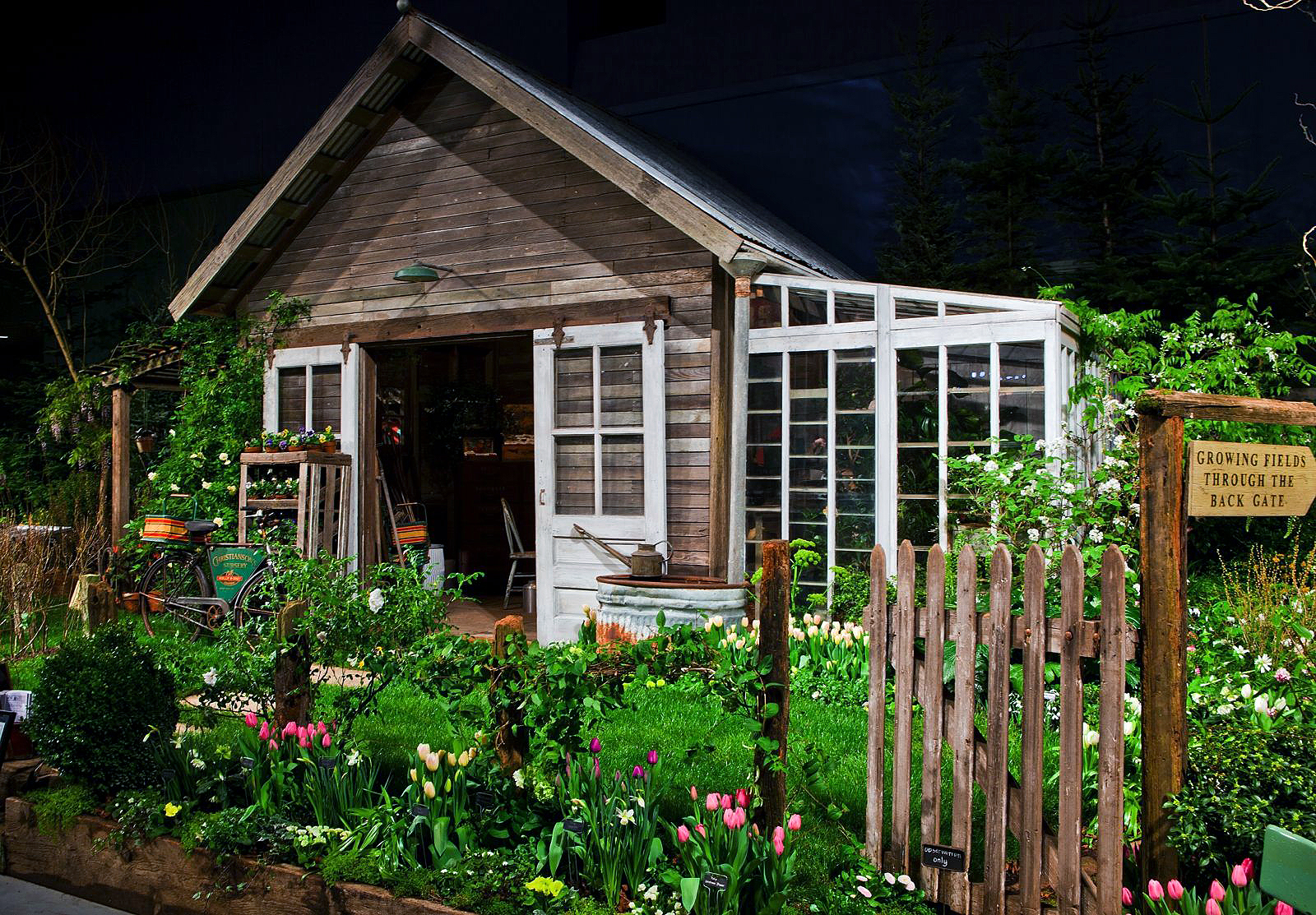 Great gardening ideas at 2012 northwest flower garden show for Garden building ideas