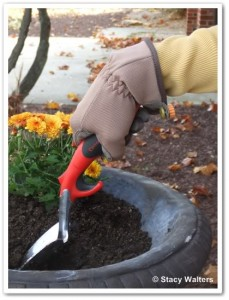 wrong way to hold garden tool