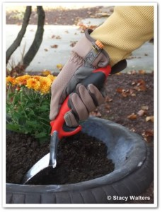 how to hold a garden tool properly