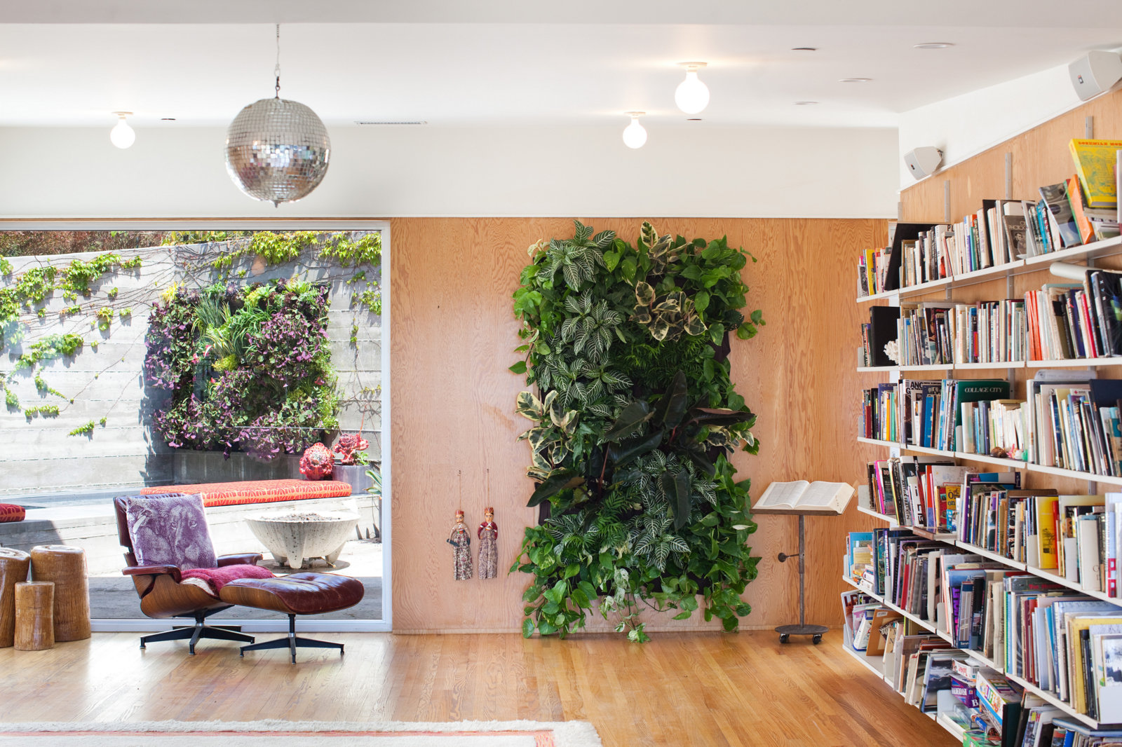 Living Wall In Indoor Plant Decor