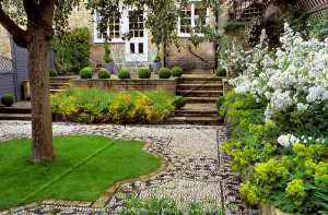 Garden with pebbled path